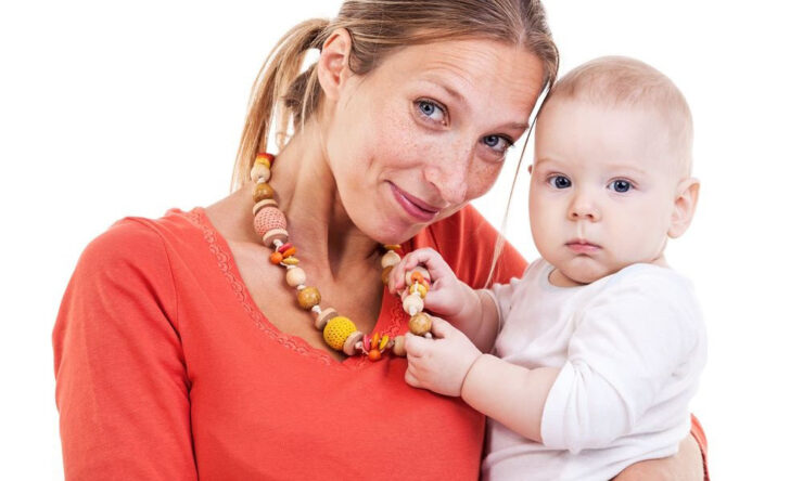 Best Teething Necklaces For Mom
